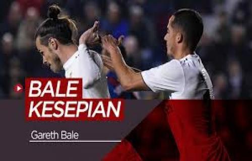 Menghina <b>Gareth Bale</b>, Suporter Real Madrid Harus Cium Kakinya