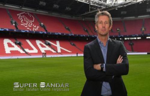 Edwin van der Sar Di Dekati Klub Setan Merah (Manchester United)
