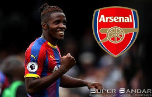 Arsenal Siap Menawarkan 3 Pemain untuk Gaet Wilfried Zaha