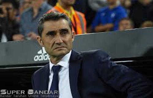 Ernesto Valverde Meyakini Bahwa Masih Didukung Pengurus Barcelona